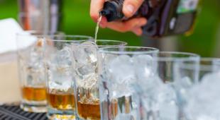 Open bar: cos'è e perché inserirlo nel tuo evento